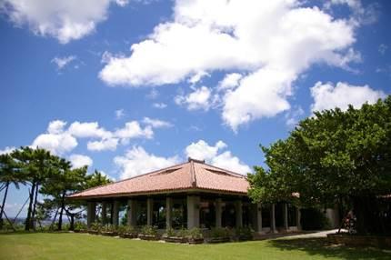 いま大人気のリゾート婚!沖縄での結婚式の相場はいくら?