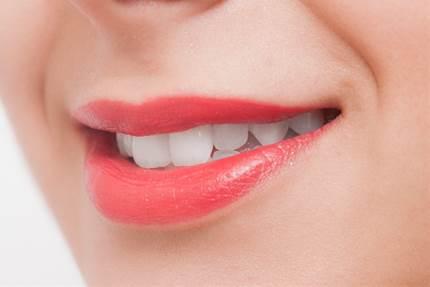 健康に甚大な影響!?睡眠時の歯ぎしりの原因や治療法とは?