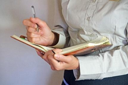 手帳を使う就活生