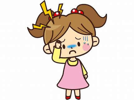 頭痛で苦しむ女の子