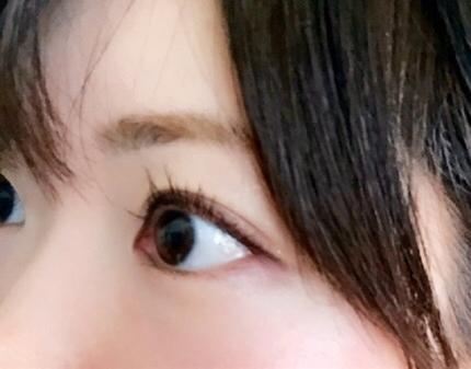 目が綺麗な女性