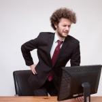 仕事が出来ない!?座ると痛い腰痛症状!正しい座り方とは!