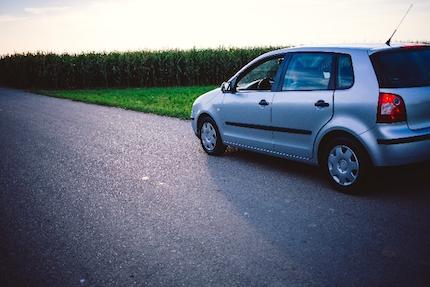颯爽と走る車