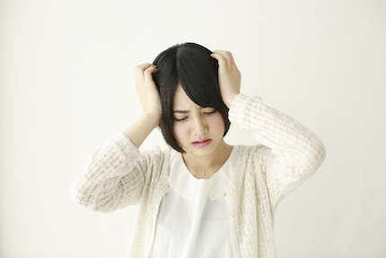片頭痛の女性