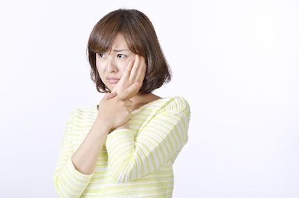 歯痛の女性
