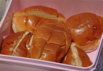 ロールパンでサンドイッチ風